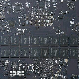MacBook Pro 14,3 (15 2017) Logic Board Reparatur